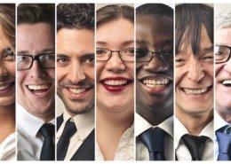 Personnes souriantes